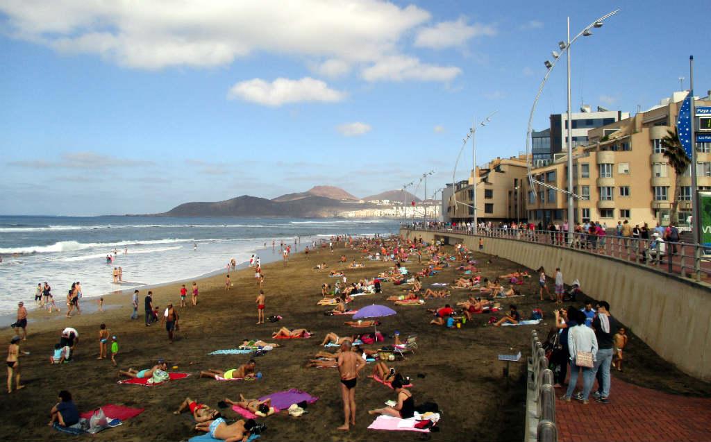Las-Palmas-Canteras-strand-Gran-Canaria-TravelGrip