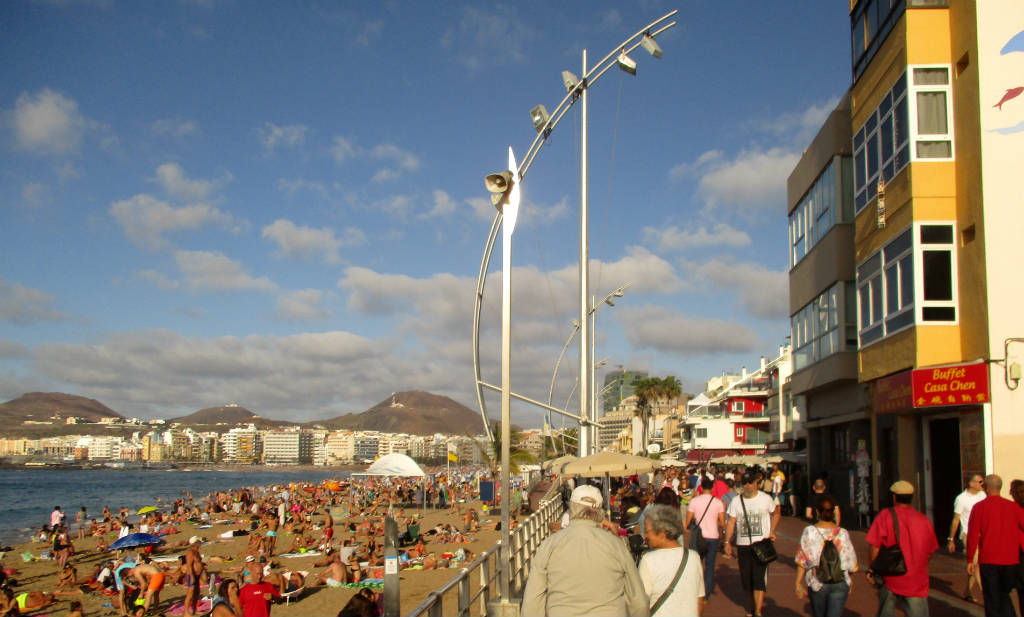 Playa-de-las-Canteras-Las-Palmas-TravelGrip