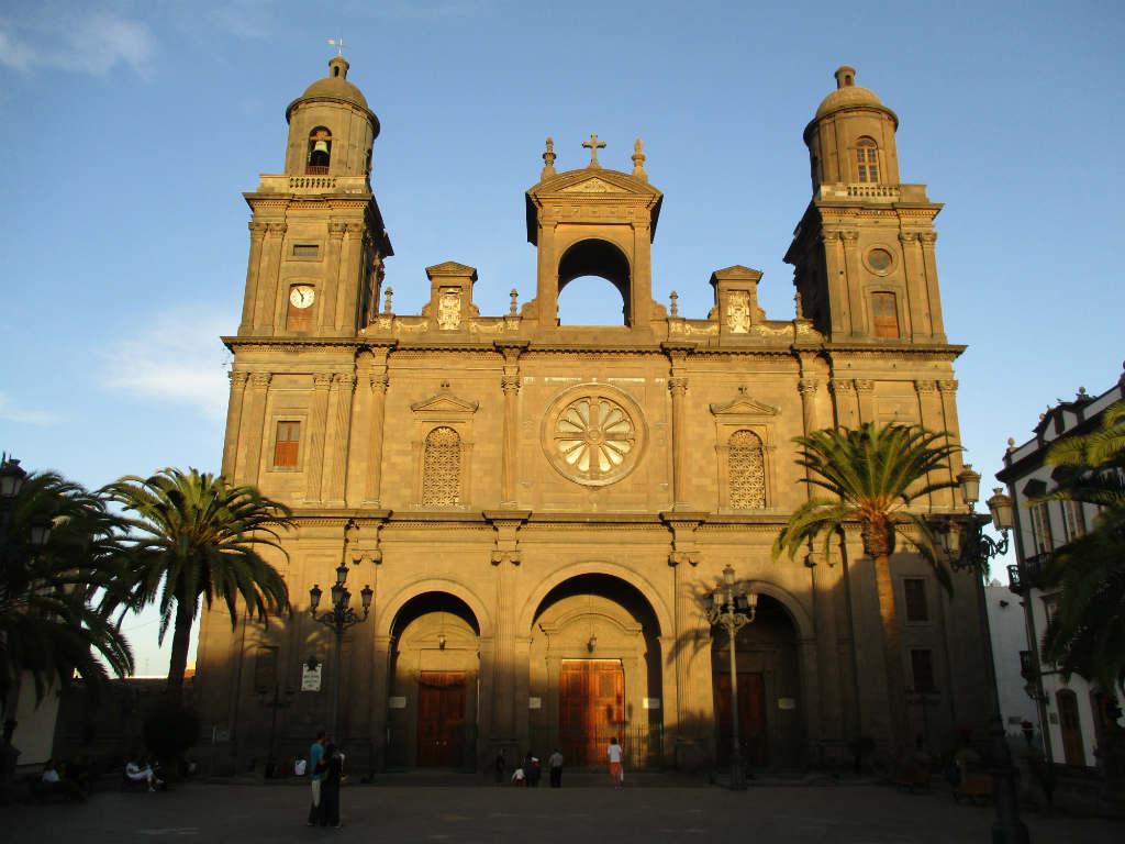 Vegueta-Catedral-Santa-Ana-Las-Palmas-TravelGrip