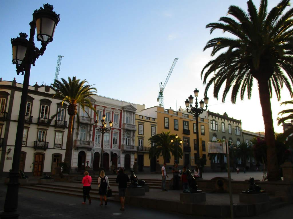 Vegueta-Plaza-de-Santa-Ana-Las-Palmas-TravelGrip
