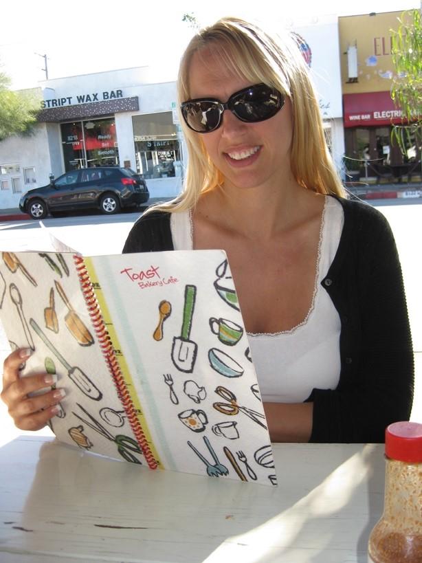 TravelGrip-på-Toast-Bakery-Beverly-Hills
