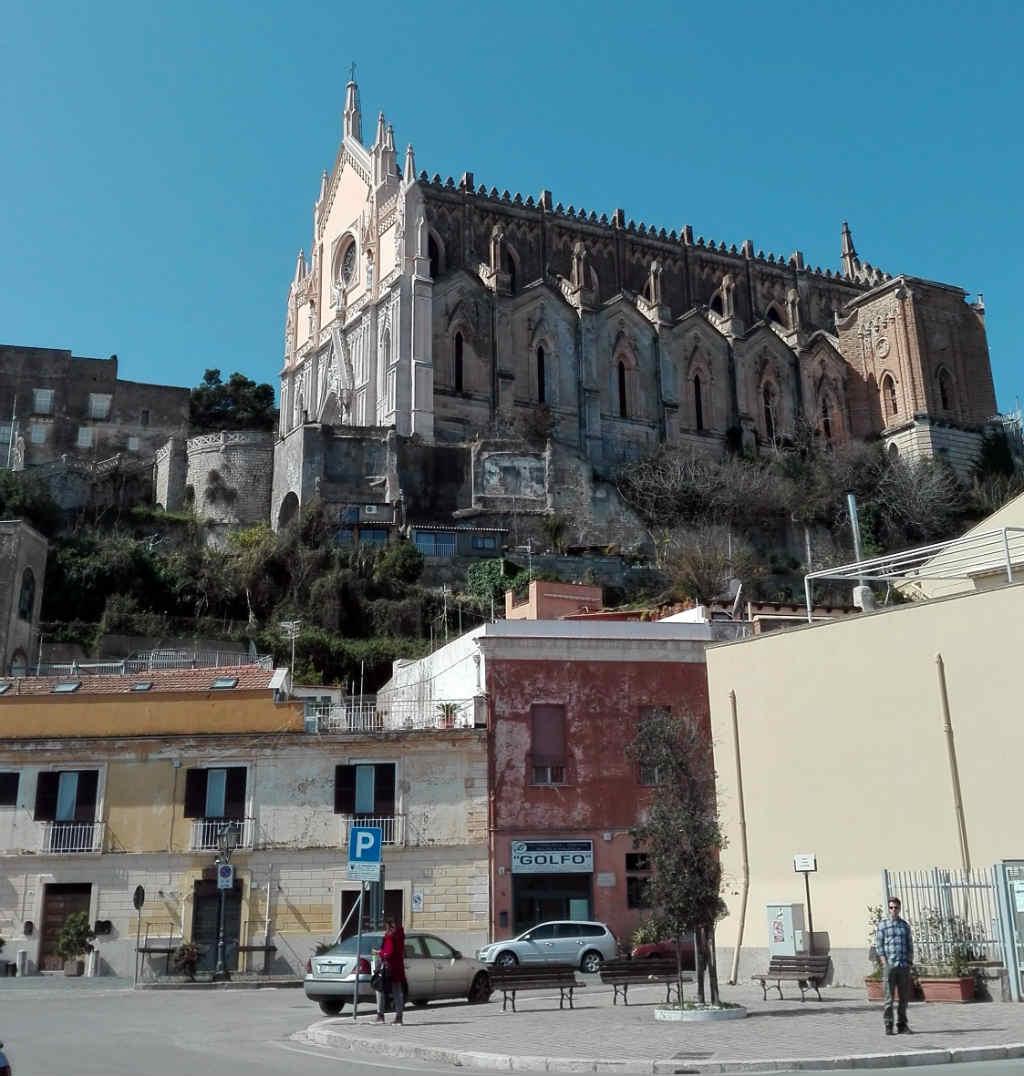 Gaeta-kyrka-Lazio-TravelGrip