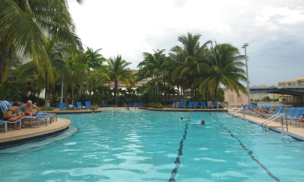 Crowne-Plaza-Hollywood-Fort-Lauderdale-pool-FLorida-TravelGrip