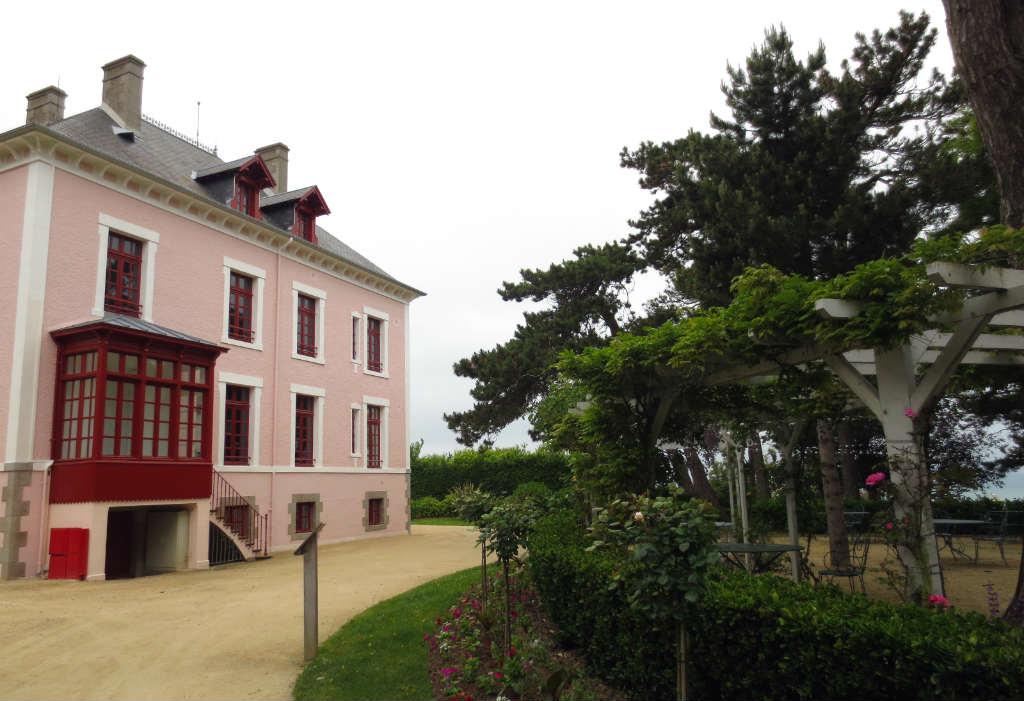 Dior-hus-Granville-Normandie-Frankrike-TravelGrip