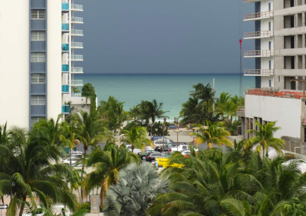 Havustikst-Crowne-Plaza-Fort-Lauderdale-FLorida-TravelGrip