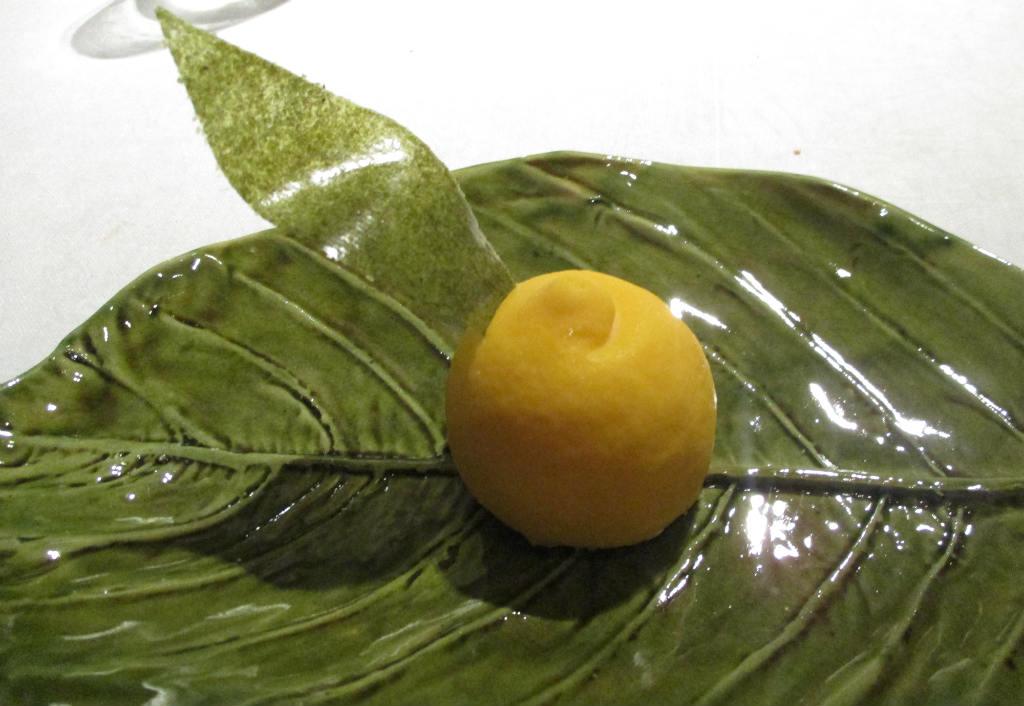 MB-efterrätt-vit-choklad-i-form-av-citron-TravelGrip