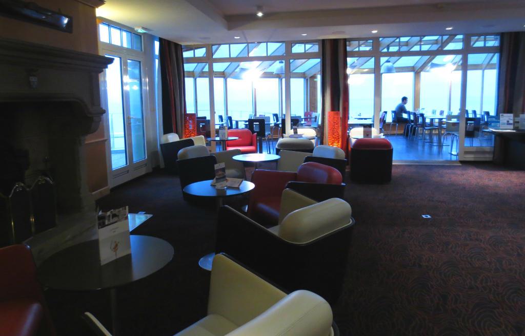 Mercure-lobbybar-Granville-Normandie-Frankrike-TravelGrip