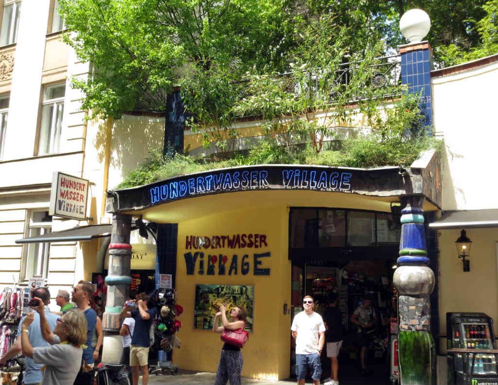 Hundertwasserhaus-Wien-TravelGrip-4