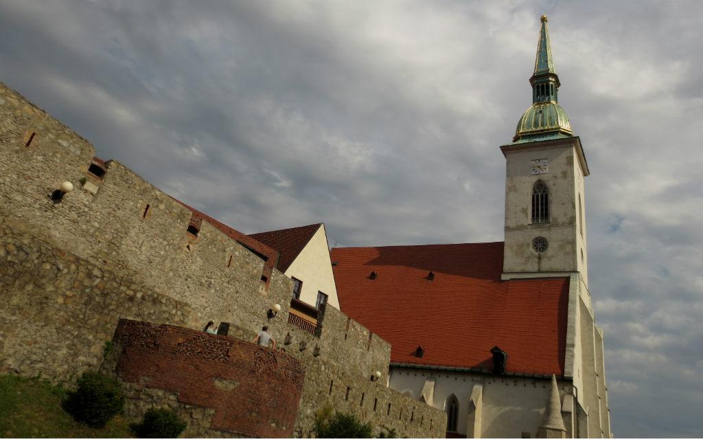 Medeltida-stadsmur-Bratislava-TravelGrip