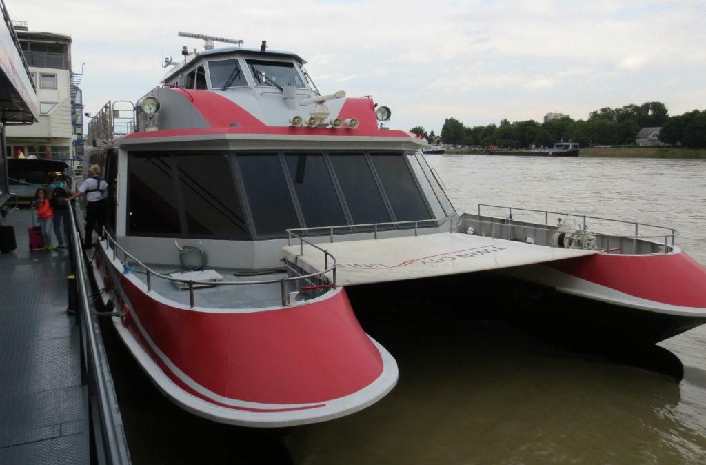 Resa-till-Bratislava-med-båt-från-Wien-TravelGrip