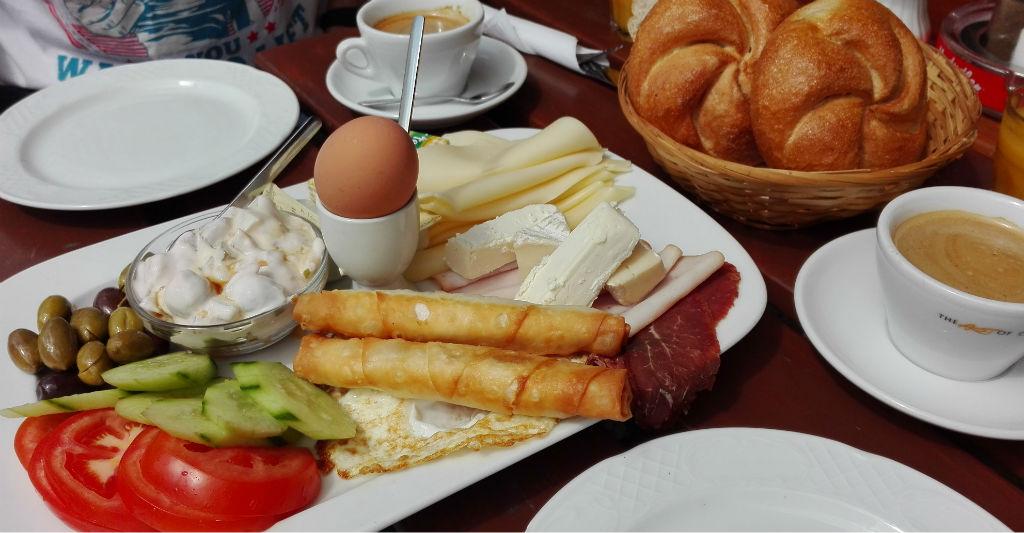 frukost-pa-naschmarkt-wien-travelgrip