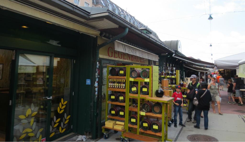 naschtmarkt-market-in-vienna-ladytravelguide-2