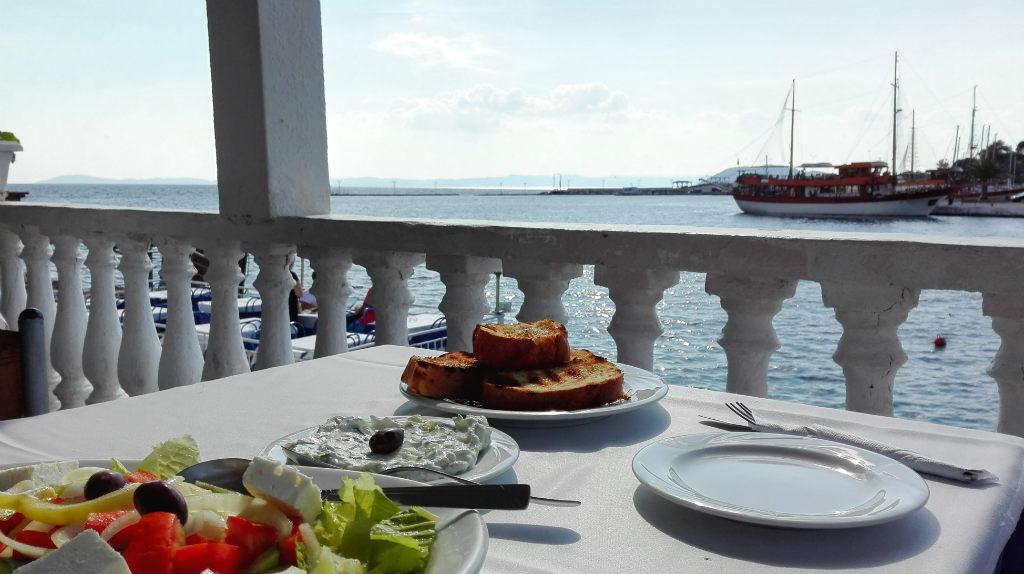 grekisk-taverna-pa-halvon-sithonia-halkidiki-grekland-travelgrip