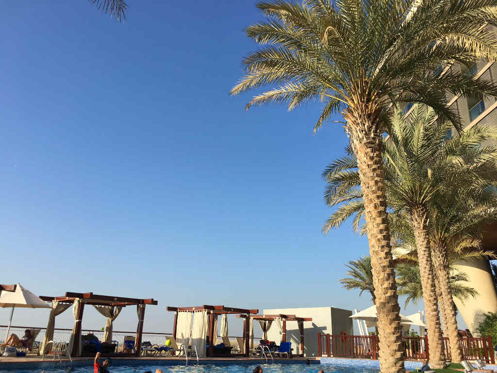 radisson-blu-yas-island-abu-dhabi-pool-travelgrip