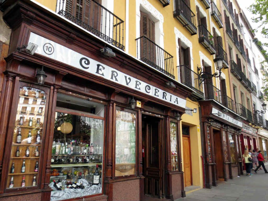 Cerveceria intill Plaza Santa Ana i Madrid