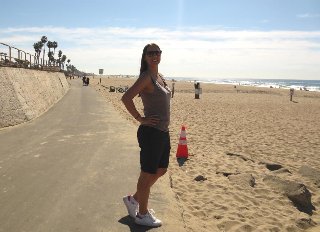 Strandhäng och strandpromenad i Huntington Beach