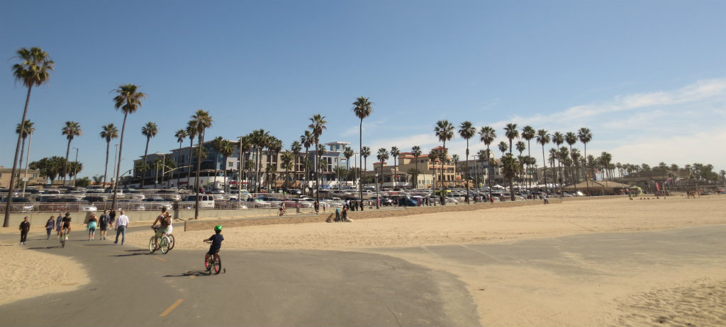 Strandpromenaden i Huntington Beach