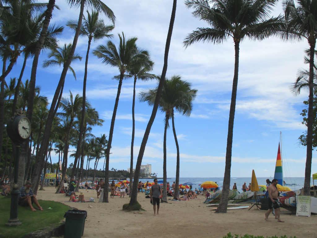 Waikiki-Beach-i-Honolulu-Hawaii-TravelGrip-13