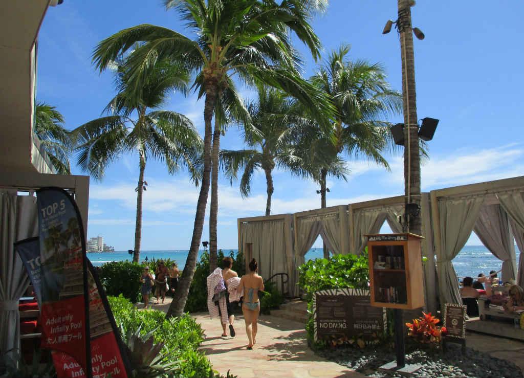 Waikiki-Beach-i-Honolulu-Hawaii-TravelGrip-3