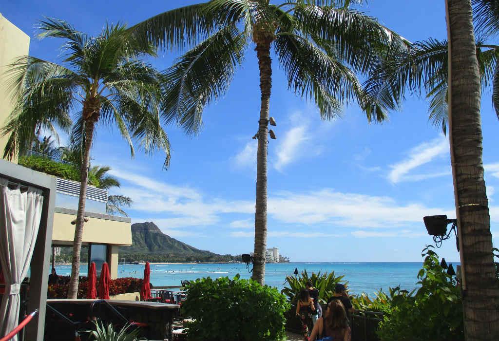 Waikiki-Beach-i-Honolulu-Hawaii-TravelGrip-5