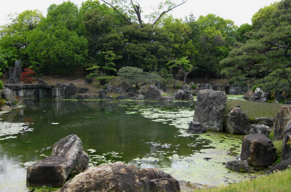 Slottsträdgården i slottet Nijō