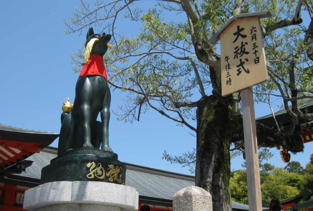 En väktare vid tempel i Kyoto